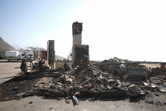 Youngův dům plameny doslova smetly.