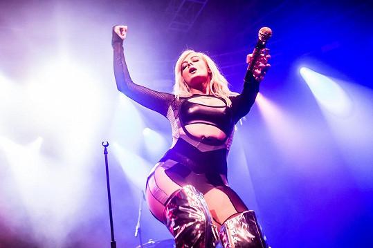 Během svého koncertu v Itálii předvedla divákům co možná nejvíc ze své magie.