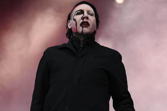 Manson, vlastním jménem Brian Warner, se k věci zatím nevyjádřil.