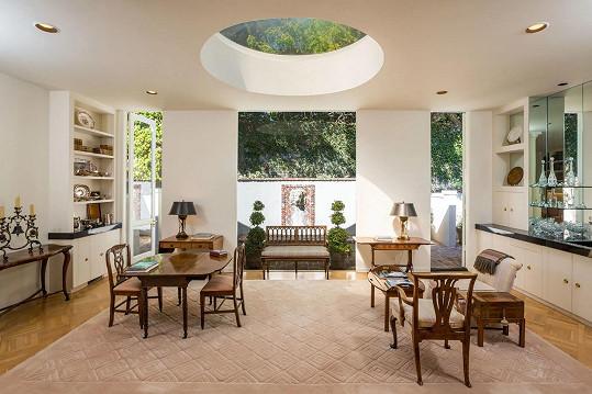 Dům je dílem architekta Roberta Kocha Woolfa.