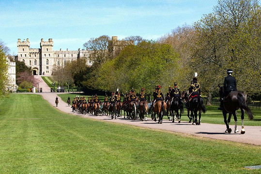 Královské vojsko v průvodu na Windsor