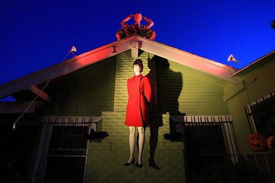 Oběšenkyně, která visí na domku v západní Kalifornii, má připomínat Sarah Palin, americkou republikánskou političku.