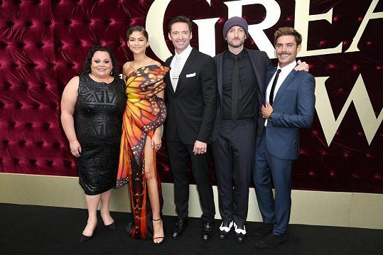 Keala Settle s hereckými kolegy na premiéře Největšího showmana v Sydney
