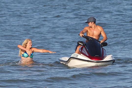Herec si užíval v Malibu s neznámou blondýnkou.