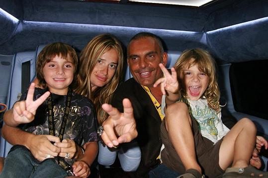 Audigier se svou bývalou ženou a dvěma z celkem čtyř jeho dětí