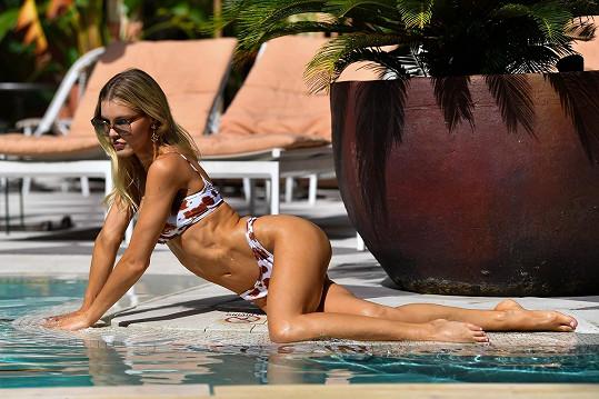 Joy Corrigan u bazénu