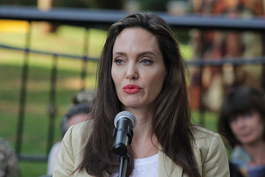 Angelina vystoupila na tiskové konferenci v Nairobi.