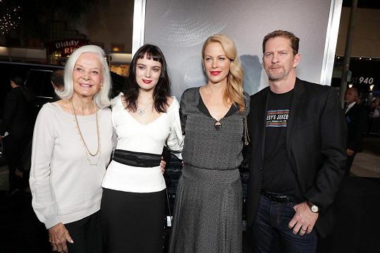 Eastwoodova první manželka Maggie Johnson, vnučka Gracelyn a dcera Alison s manželem Stacym (zleva)