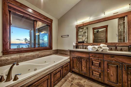 I z koupelny je krásný výhled.