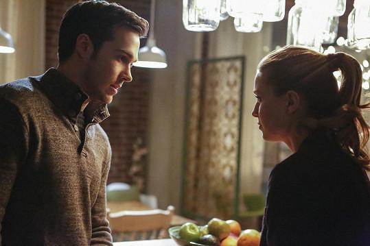 Chris Wood a Melissa Benoist v seriálu Supergirl