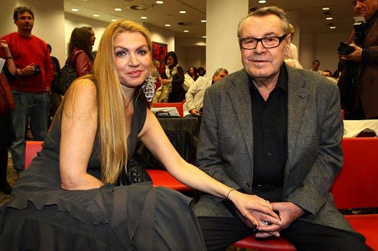 Miloš Forman s manželkou