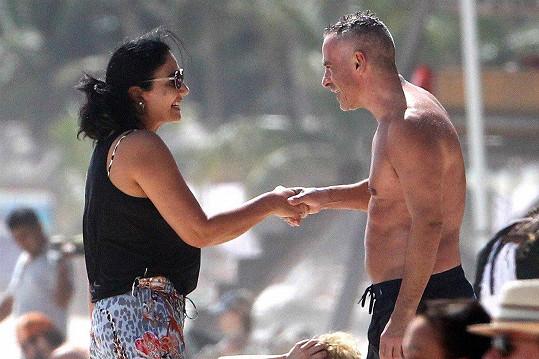 Na pláži se pozdravil s fanynkou.