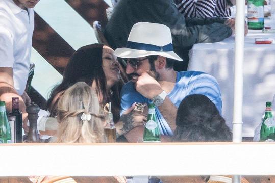 Rihanna si užívá dovolenou s Hassanem Jameelem.