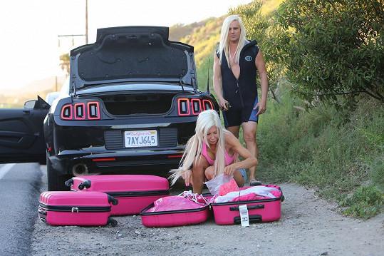 Růžová invaze na pláži v Malibu