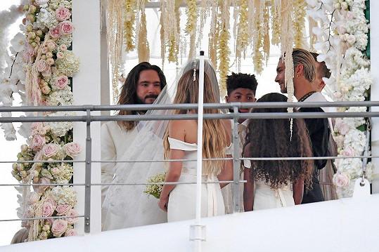 Svatba proběhla na jachtě na ostrově Capri.