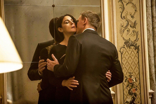 Monica Bellucci a Daniel Craig v bondovce Spectre (2015)