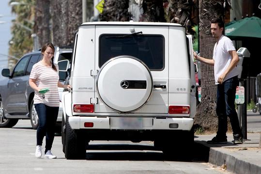 Herečka se svým asistentem v Santa Monice