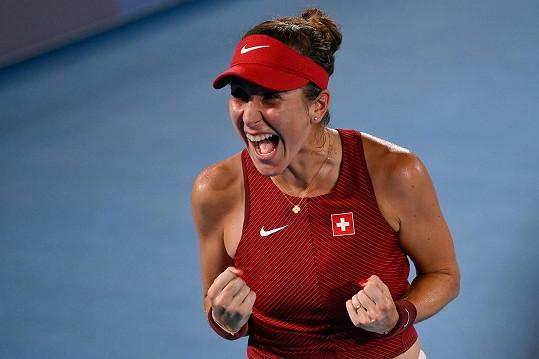 Belinda Bencicocá slaví vítězství.