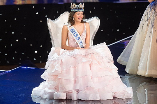 Stephanie Del Valle z Portorika je novou Miss World.