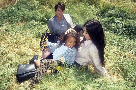Kim Kardashian s dcerou North a matkou Kris Jenner