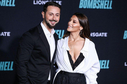Ashley Greene s manželem Paulem Khourym na premiéře filmu Bombshell