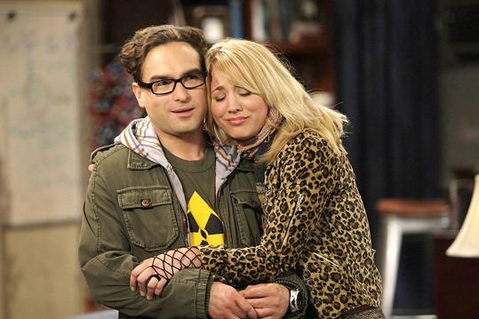 Johnny v minulosti chodil s Kaley Cuoco. Jejich vztah časem přešel jen do přátelství.