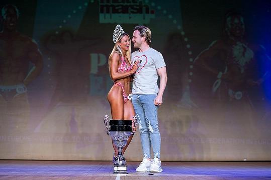 Olly Murs je na svou partnerku náležitě pyšný.