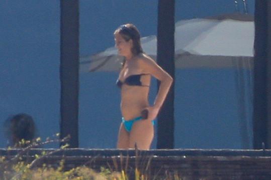 Jennifer Aniston se ukázala v bikinách.