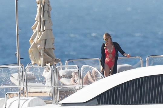 Paris a Nicky na soukromé jachtě