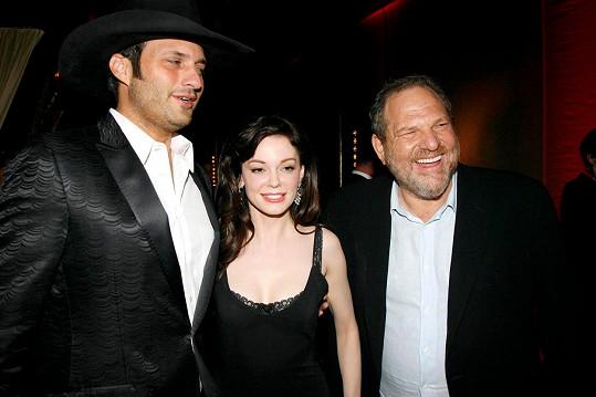 Proti Weinsteinovi (úplně vpravo) bojuje roky.
