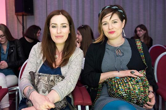 Sestry Norisovy vyrazily společně na módní show.