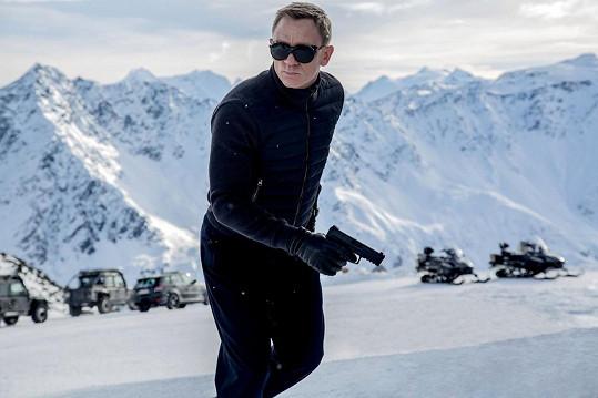Daniel Craig si vážně zranil koleno při natáčení Spectre.