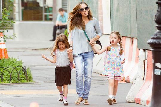 Sarah s dcerami Marion Lorettou Elwell a Tabithou Hodge