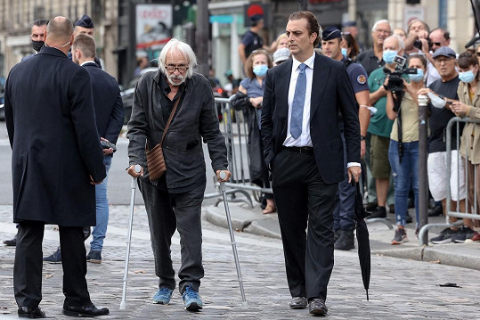 Pierre dorazil o berlích, herci je 87 let.