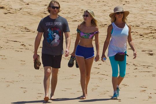 Goldie je na Havaji se svým synem Wyattem a jeho partnerkou Meredith.