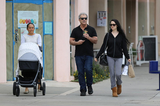 Mel Gibson má k dispozici chůvu.