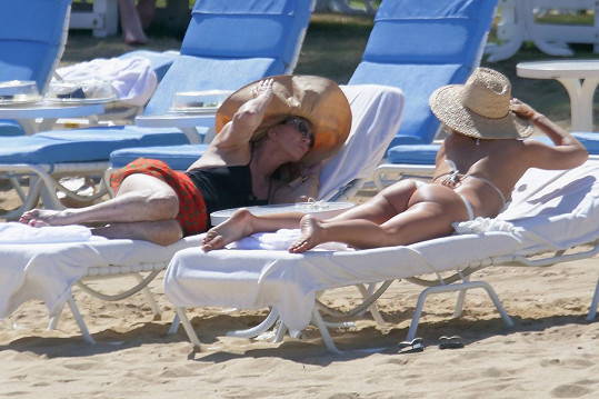 Kate Hudson s maminkou Goldie Hawn mají Havaj...