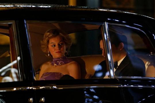 Obdivovanou princeznu hraje v seriálu Koruna Emma Corrin.