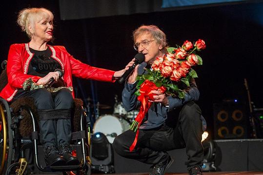 Poblahopřát jí přišel i kolega Miro Žbirka, který s Gombitovou v minulosti vystupoval v kapele Modus.