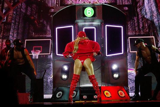 Jennifer Lopez v Brooklynu vystavila svůj miliónový zadeček.