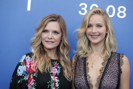 Michelle Pfeiffer a Jennifer Lawrence od sebe dělí 32 let!