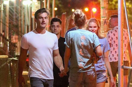 S Tylerem Cameronem a přáteli při obrážení barů
