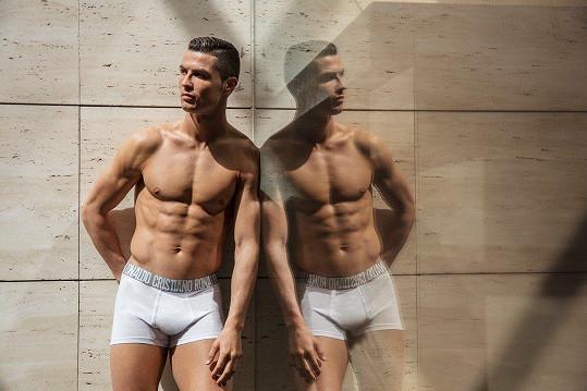 Cristiano Ronaldo se modelingem baví.