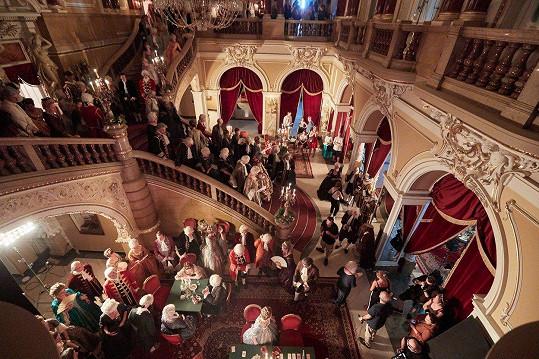 Natáčení jedné ze scén minisérie Marie Terezie probíhalo v Mahenově divadle v Brně.