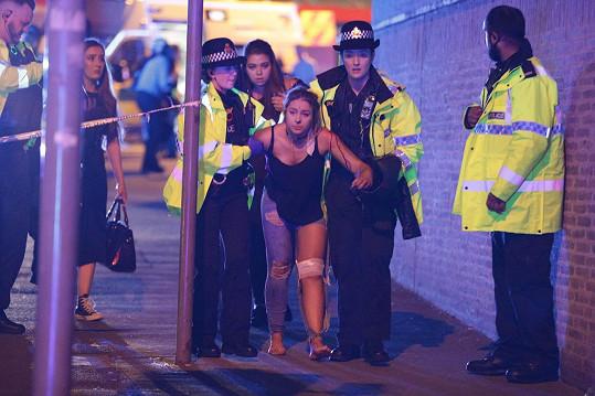 Zraněná dívka, která přežila teroristický útok v Manchesteru.