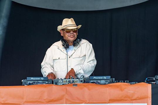 Dnes působí především jako DJ.