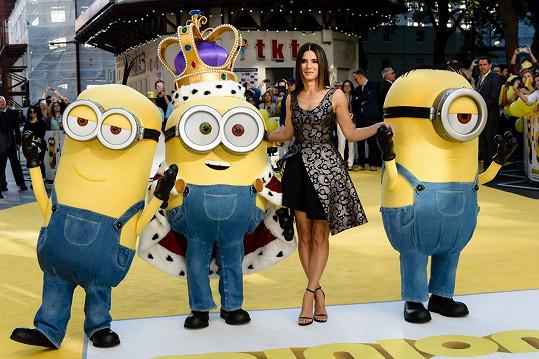 Sandra Bullock na premiéře filmu Mimoni