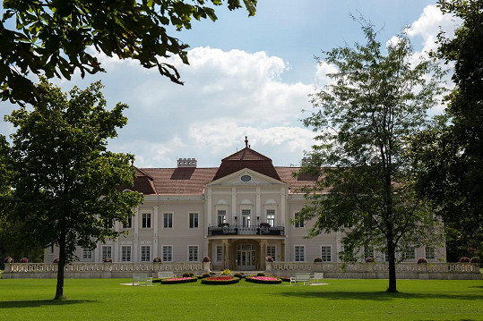 Svatba se konala v luxusním zámku v Tomášově.
