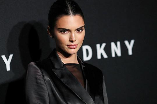 Kendall Jenner bere karanténu vážně, občas ale musí na vzduch.