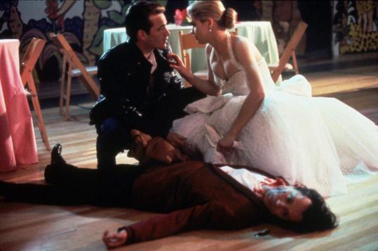 Luke Perry a Kristy Swanson se do sebe zamilovali ve filmu Buffy the Vampire Slayer. Randili spolu více než rok v letech 1991-1992.